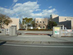 土佐リハビリテーションカレッジ 正面出入口